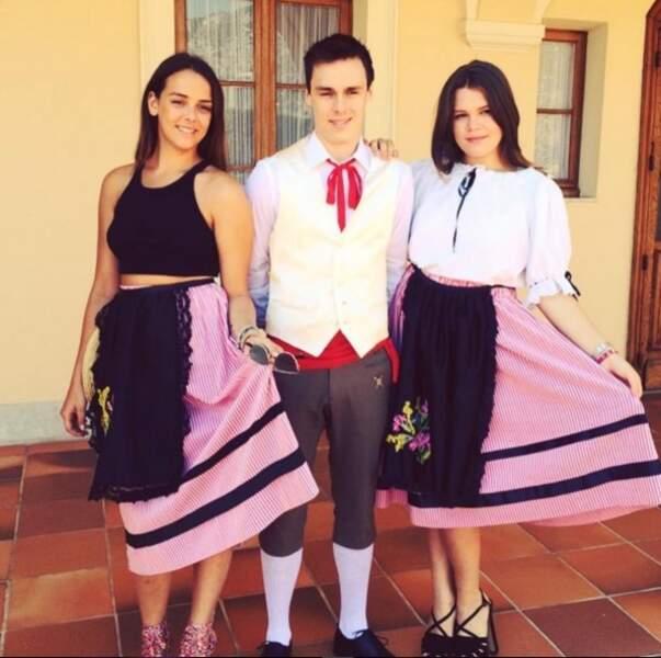 Pauline et Louis Ducruet, Camille Gottlieb, les enfants de Stéphanie de Monaco en costume traditionnel