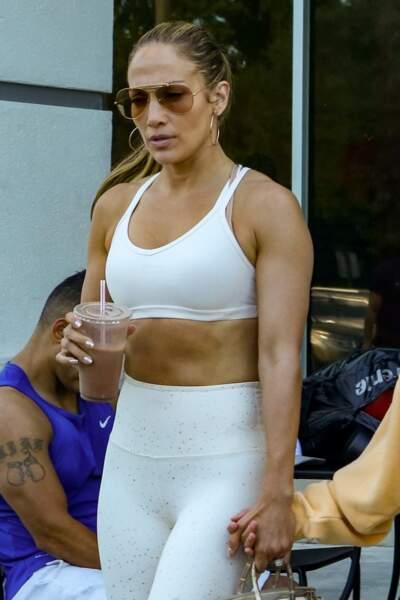 Un corps parfait que Jennifer Lopez doit à beaucoup d'efforts et de sport