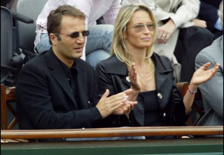 Le 4 juin 2004, Arthur et Estelle Lefebure dans les tribunes du stade Philippe Chatrier à Roland Garros.