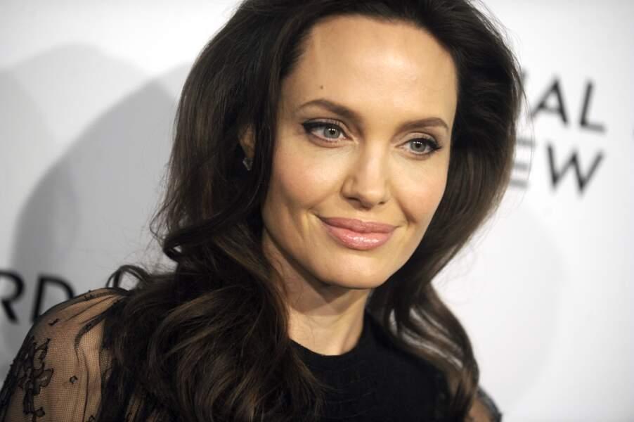 Les longueurs foncées d'Angelina Jolie