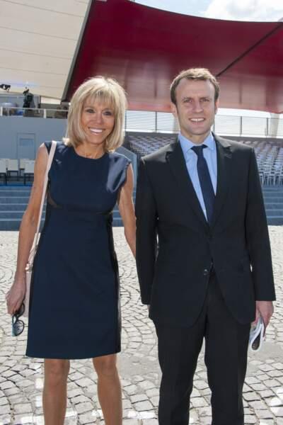 Emmanuel Macron et sa femme, lors du défilé du 14 juillet, place de la Concorde, à Paris, le 14 juillet 2016.