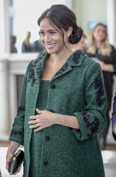 Meghan Markle toujours adepte du chignon flou lors du jour du Jour du Commonwealth à la Maison du Canada le 11 mars