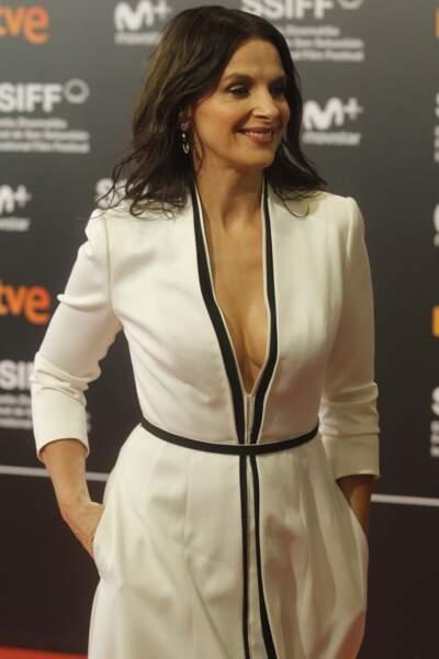 Juliette Binoche, 54 ans et sublime dans une robe longue et décolletée