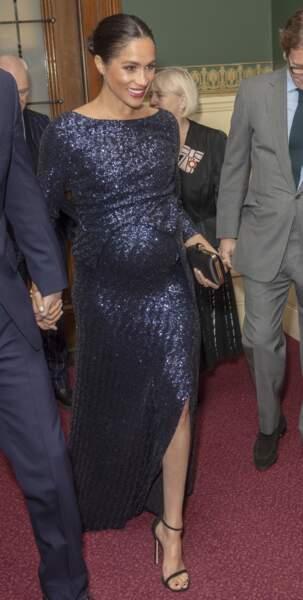 Meghan Markle sublime dans une robe Rouland Mourent scintillante à 4085 € qui moule son ventre rond