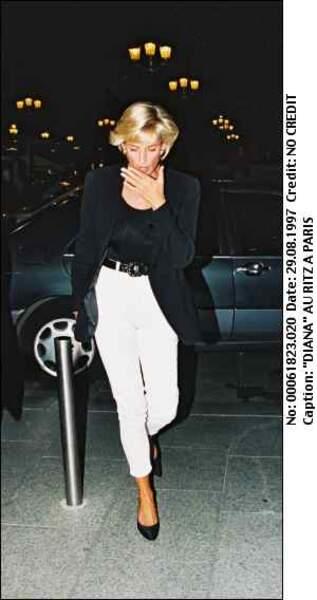 Cultes et tragique: les derniers moments de Lady Di en 1997, quelques heures avant l'accident qui lui a été fatal