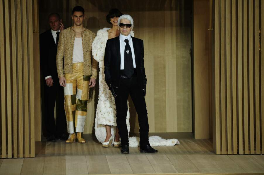 Baptiste Giabiconi et Karl Lagerfeld au défilé de Chanel, collection printemps-été 2016, au Grand Palais