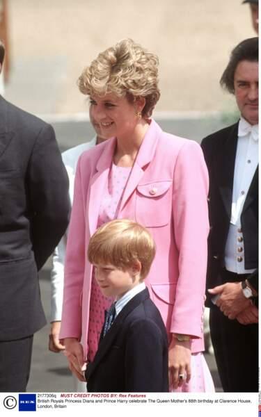 Diana et Harry, lors des 88 ans de la Reine Elizabeth, en 1988
