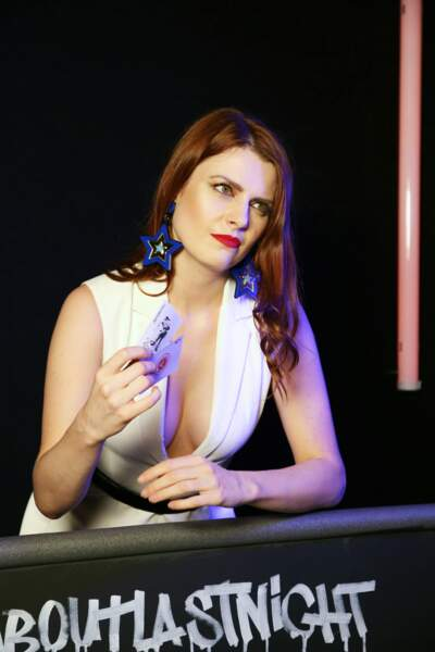 Elodie Frégé ravissante en robe Paule Ka pour le lancement du parfum Azzaro