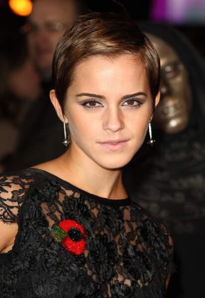 Emma Watson ravissante avec une petite coupe courte en 2010