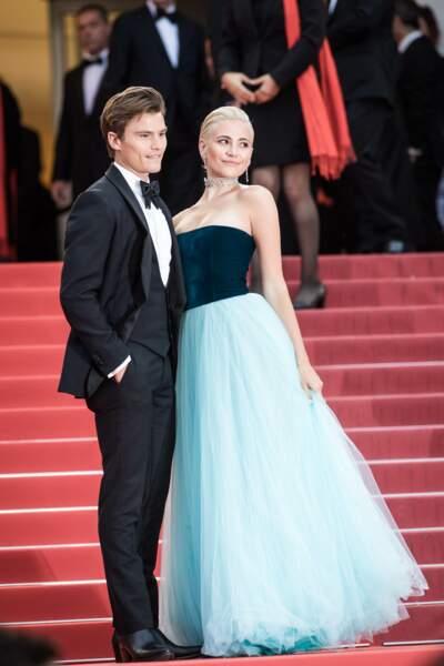 """Pixie Lott et Oliver Cheshire lors de la montée des marches du film """"La belle époque"""" à Cannes le 20 mai 2019"""