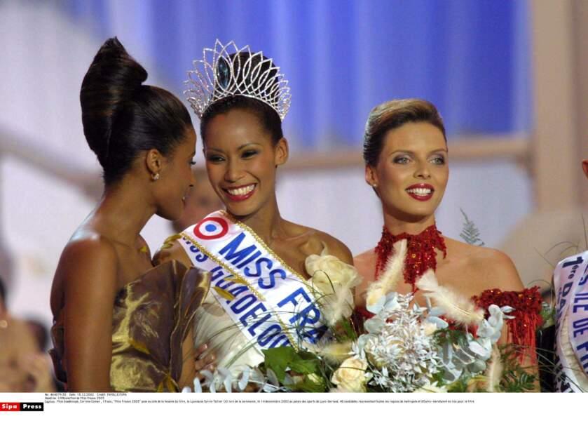 La Guadeloupéenne Corinne Coman, triomphante Miss France 2003, en décembre 2002.