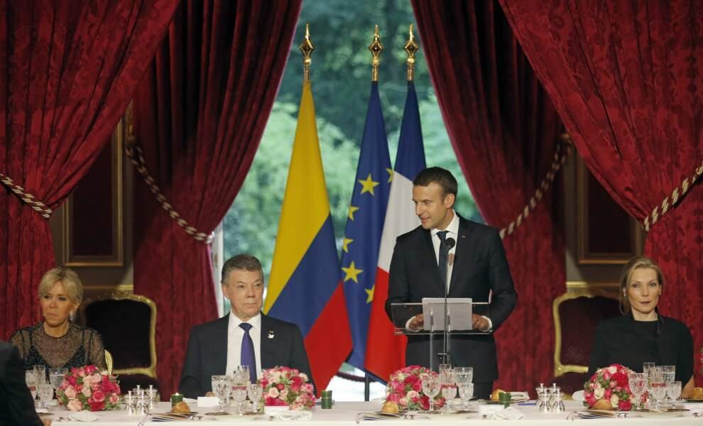 A l'Elysée Emmanuel Macron reçoit le président colombien et sa femme Maria Clemencia Rodriguez