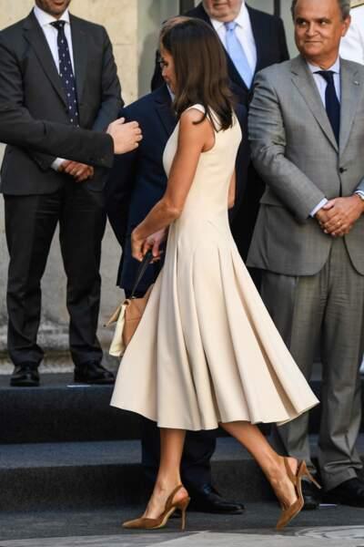 la reine Letizia sublime dans une robe Pedro del Hierro