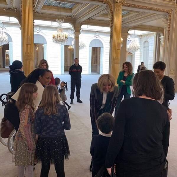 A l'initiative de Christine Kelly, Brigitte Macron recevait 6 familles monoparentales