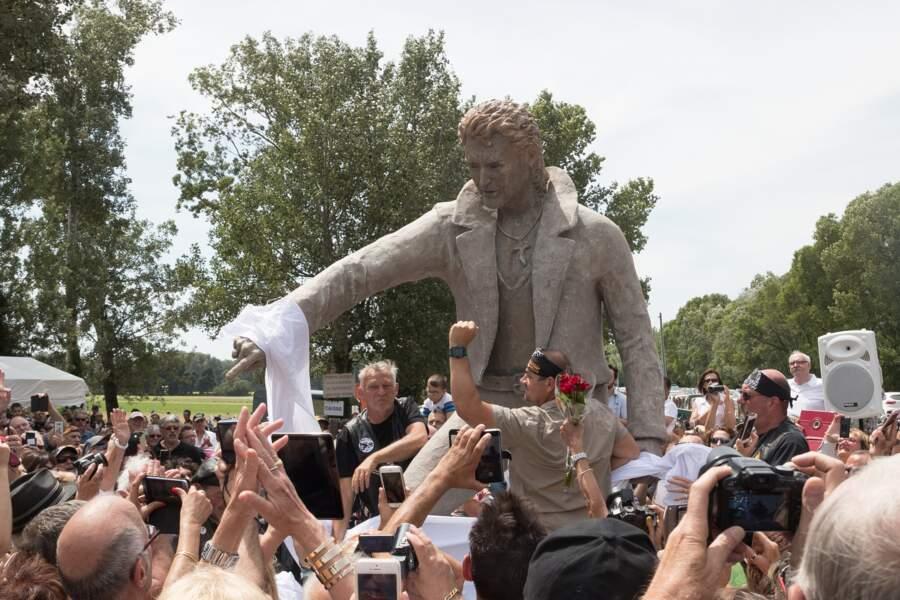 La statue de Johnny Hallyday a été réalisée par le sculpteur Daniel George
