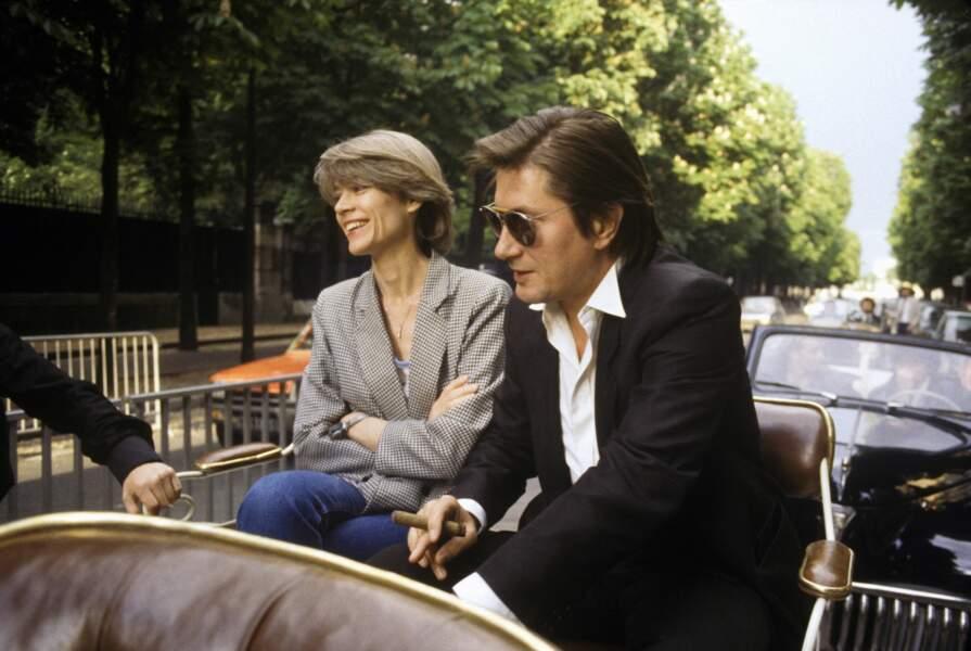 1984: mariés depuis 3 ans, les Dutronc-Hardy arrivent avec panache à l'émission Champs-Elysées.