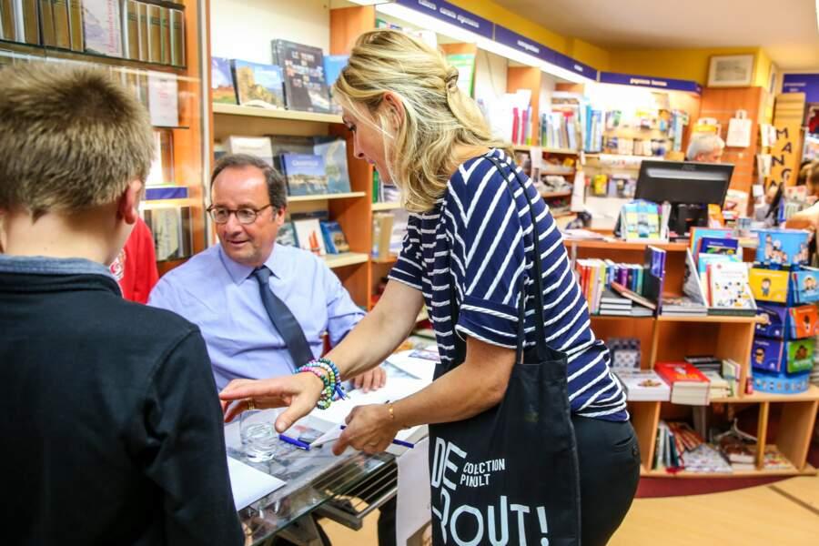 Julie Gayet avec François Hollande pour une dédicace à Octenville et Granville, le 1er septembre