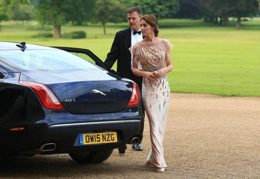 """Kate Middleton à son arrivée au dîner de gala de l'association """"East Anglia's Children's Hospices"""" le 22 juin 2016"""