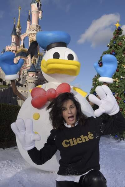 Faustine Bollaert opte un look jeune au Noël de Disneyland Paris le 9 novembre 2016