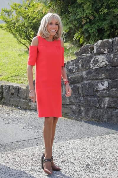 Brigitte Macron lumineuse et flamboyante lors de la visite d'Espelette, le 25 août 2019.