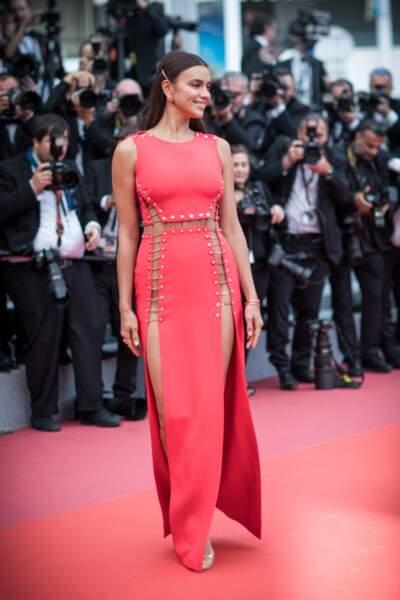 Irina Shayk a monté les marches de Cannes pour le film Plaire, aimer et courir vite
