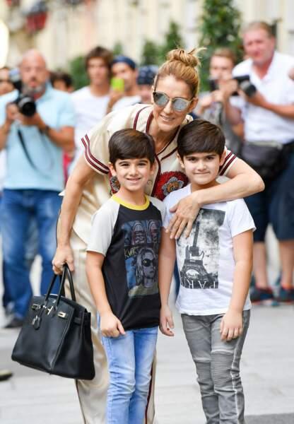 Céline Dion complice avec ses enfants Eddy et Nelson, des jumeaux âgés de 6 ans.