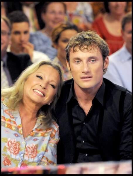 Véronique Sanson et son fils Christopher Stills sur le plateau de Vivement dimanche en 2009