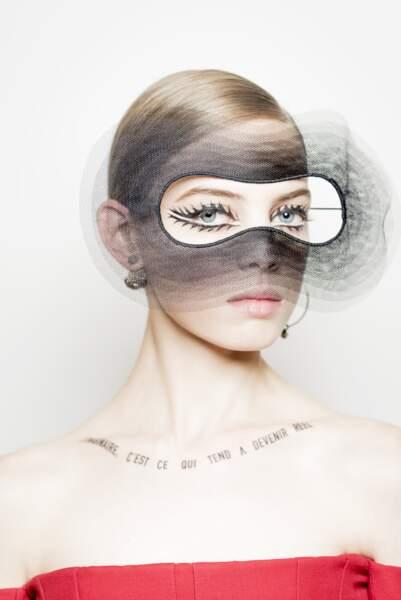 Le regard masqué et sublime imaginé par Peter Philips chez Dior