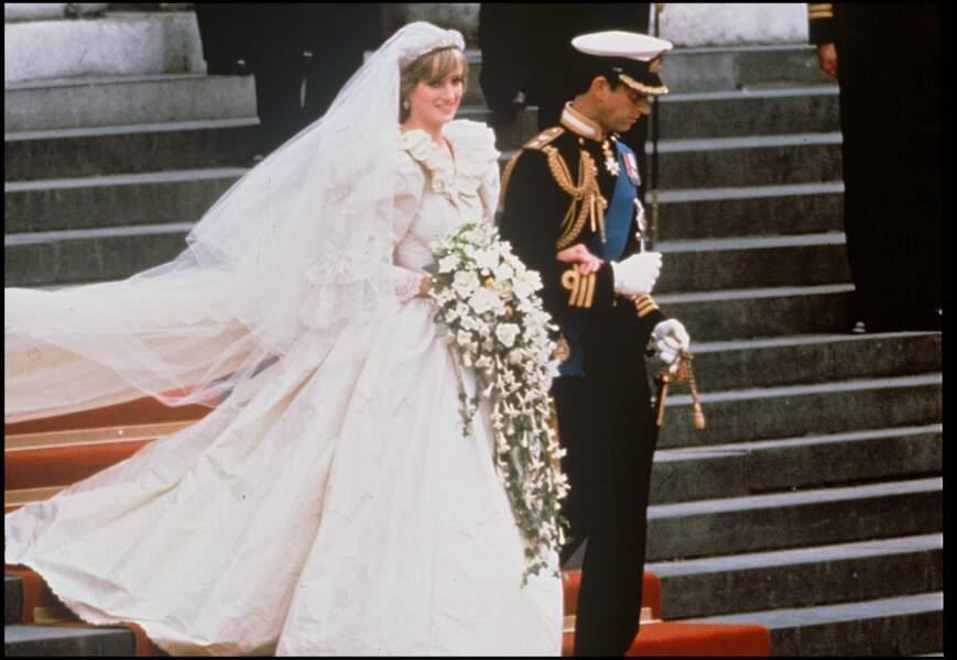 Mariage de Lady Diana (habillée par David and Elizabeth Emanuel) et du prince Charles à Londres le 29 juillet 1981