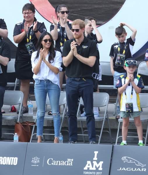 Le prince Harry et Meghan Markle affichent leur amour pour la première fois, elle en jean troué !