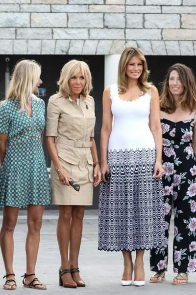 En marge du G7 ce 26 août à Biarritz, Melania Trump a retrouvé ses amies premières dames en robe Alaïa.