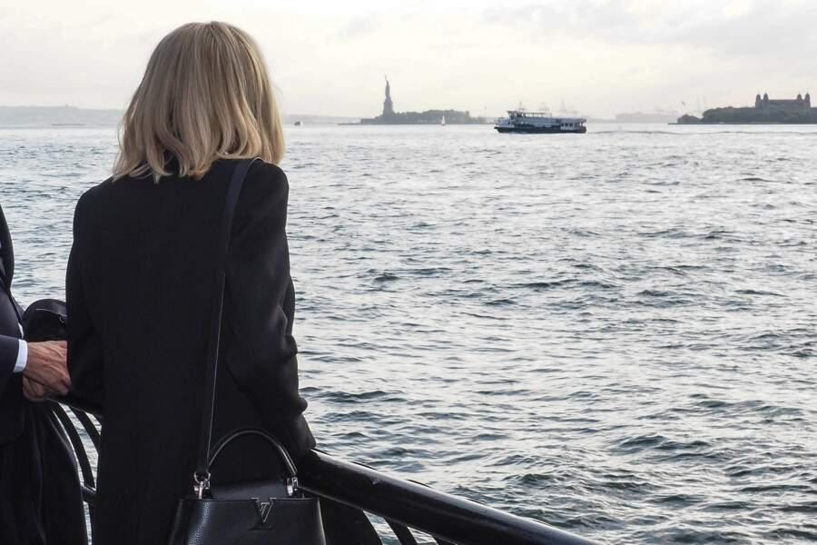 Brigitte Macron, face à l'horizon