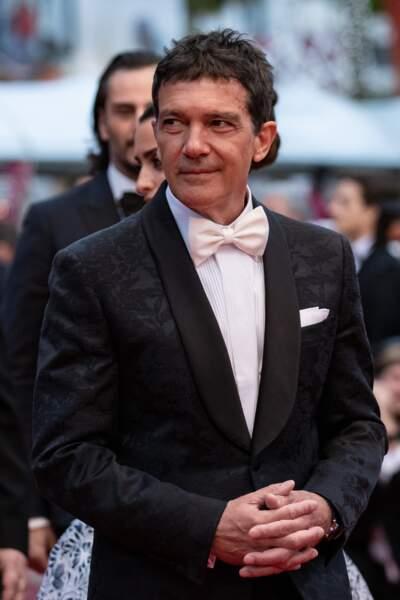 """Antonio Banderas sur les marches de Cannes pour le film """"Douleur et Gloire"""" le 17 mai 2019"""