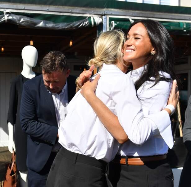 Meghan Markle embrasse son amie Misha Nonoo avec qui elle a collaboré