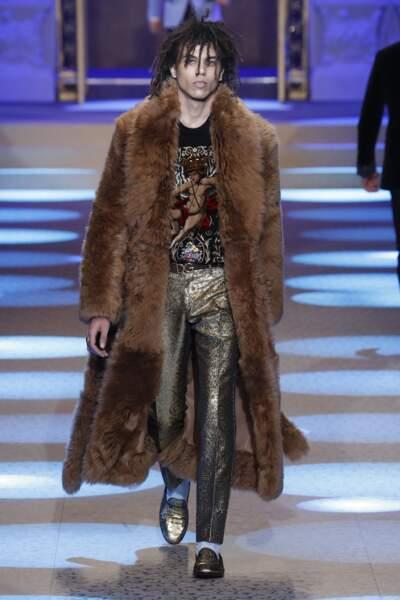 Roberto Rossellini, le fils d'Isabella Rosselini est canon lors du défilé Dolce & Gabbana