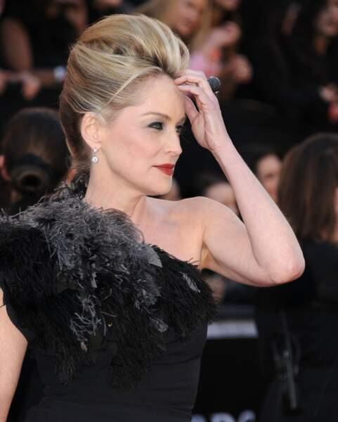 Somptueuse, Sharon Stone en 2011 arbore une coque bombée