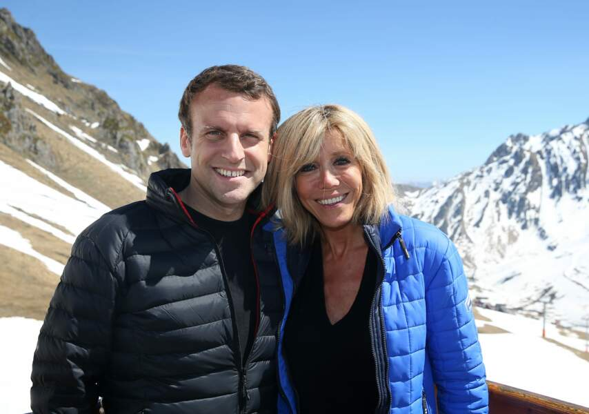 Emmanuel et Brigitte Macron, à la fin d'un repas partagé avec leurs proches (12 avril 2017).