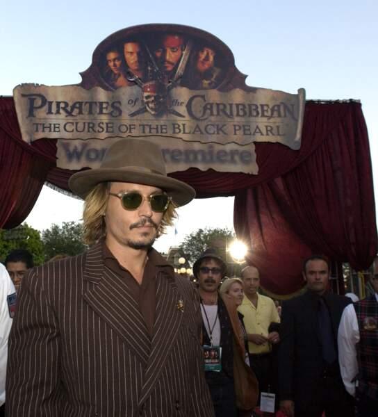 """Johnny Depp à la première de """"Pirates des Caraïbes : La Malédiction du Black Pearl"""" à Anaheim en Californie (2003)"""