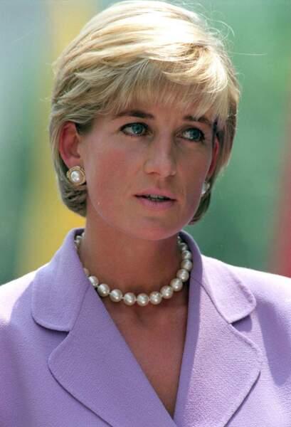 La princesse Diana très émue après un discours contre les mines antipersonnel à Washington, le 17 juin 1997