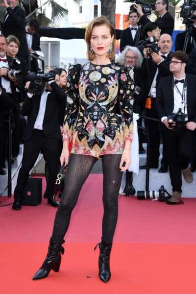 Eva Herzigova toujours canon en robe courte Dior