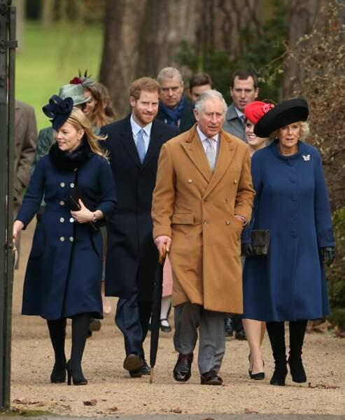 Le prince Charles et Camilla en tête de cortège pour se rendre à la messe de Noël
