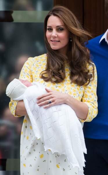 Après de longs mois d'attente, le 2 mai la princesse Charlotte montre enfin le bout de son nez