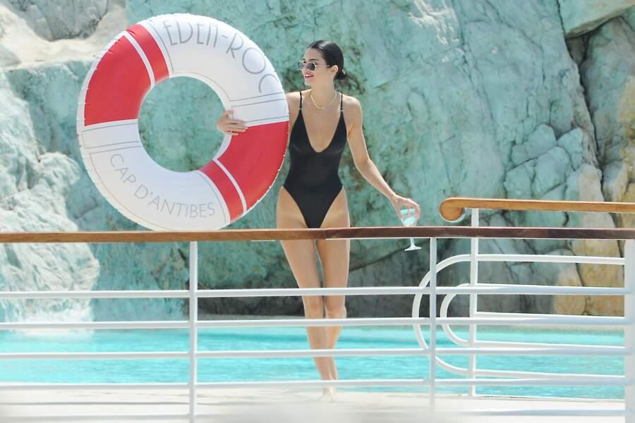 Kendall Jenner prend la pause à l'Eden-Roc