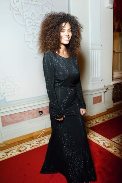 La sublime coupe afro de Tina Kunakey : vive les boucles !