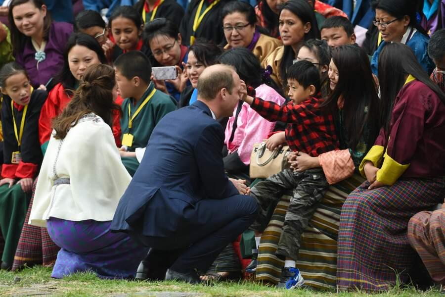 Le duc et la duchesse à la rencontre des bhoutanais