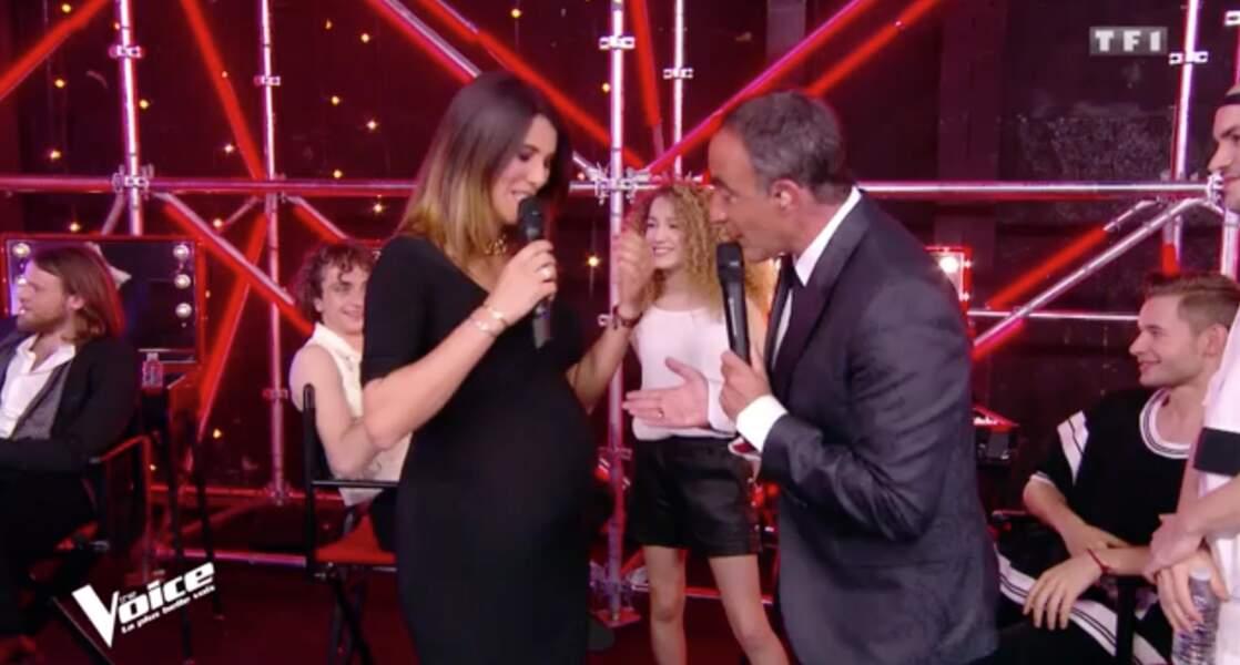 Karine Ferri, très enceinte, et Nikos Aliagas le 21 avril 2018 dans The Voice sur TF1