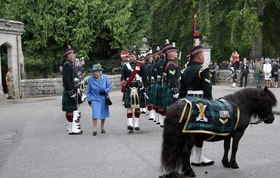 La reine Elisabeth II à son arrivée au château de Balmoral pour ses vacances d'été le 6 août 2018