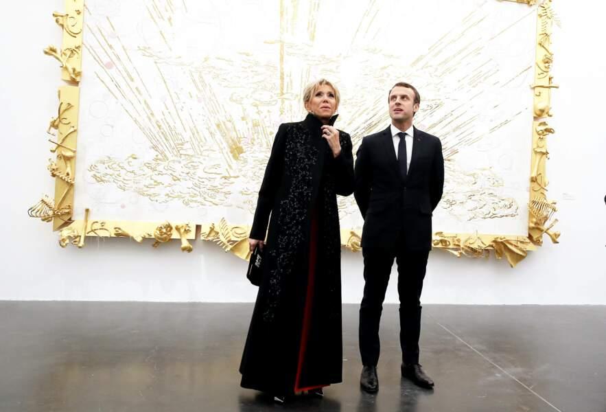 Le président Macron et la première dame visitent une galerie privée à Pékin, le 9 janvier 2018.