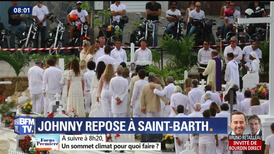 Obsèques de Johnny Hallyday à St Barth : les invités en blanc, Maxim Nucci a pris sa guitare