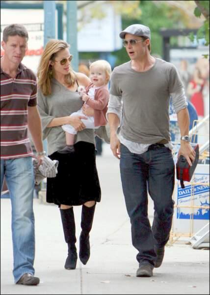 """Angelina Jolie, Brad Pitt et Shiloh sur le tournage du film """"Burn After Reading"""" en 2007"""
